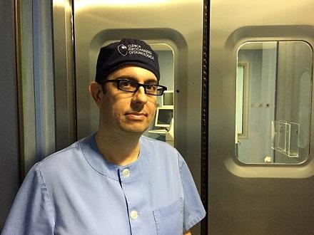 El Dr. Humberto Carreras, pionero en implantar las nuevas lentes Eyecee One