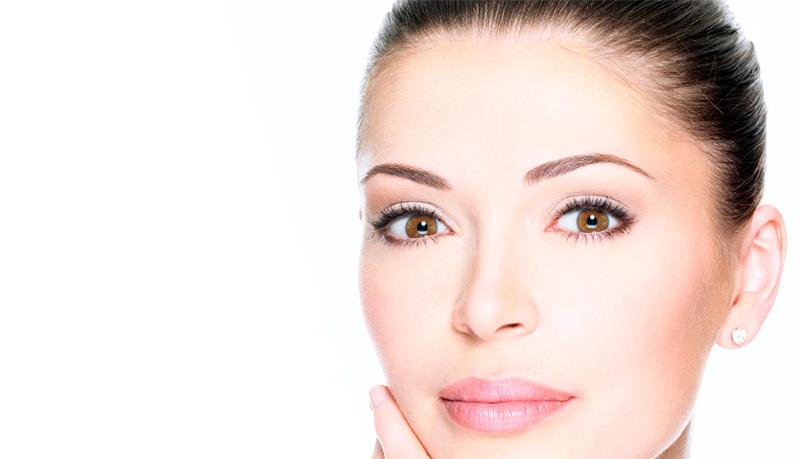 La blefaroplastia corrige el exceso de piel y grasa en los ojos